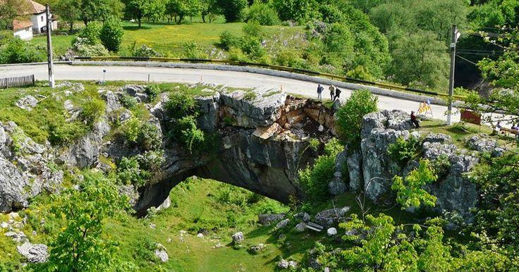 Romania Megalitica: Podul lui Dumnezeu. Grădina Zmeilor. Lacul cu vârtej. Legende. Mistere. Comori inestimabile. România, Grădina Maicii Domnului
