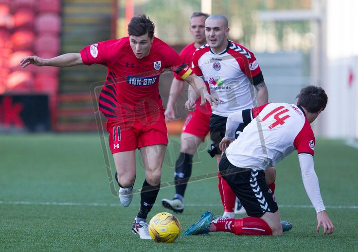 Queen's Park's Sean Burns on the ball during the SPFL League One play-off game between Clyde and Queen's Park.