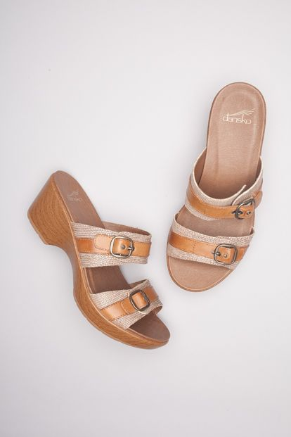 The Dansko Sand Lizard Printed from the Jessie collection. The style is  available in Sand Lizard Printed, Black Lizard Printed, White Multi,  White/Sand Full ...