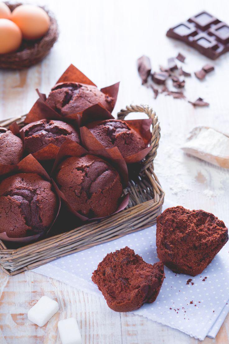 I #muffin al #cioccolato sono morbidi e golosissimi tortini, arricchiti da tanto…