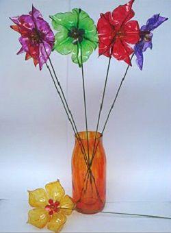 Inspiration: Como Fazer Flor de Garrafa Pet -- tutorial not in English