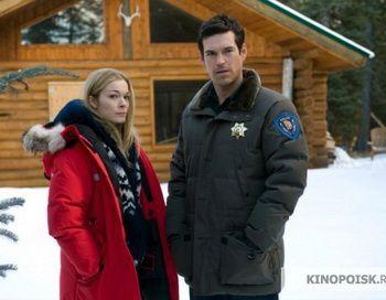 """Northern Lights,  2009 (Ли Энн Раймс в роли Мэг Галиган и Эдди Сибриан в роли шерифа Нэйта Бернса в детективе """"Северное сияние"""")"""