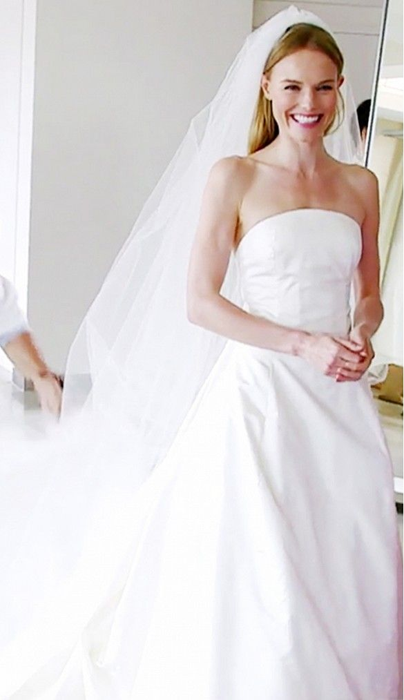 Kate Bosworth Year: 2013 Dress: Oscar de la Renta ​Spouse: Michael Polish #jayfederjewelers