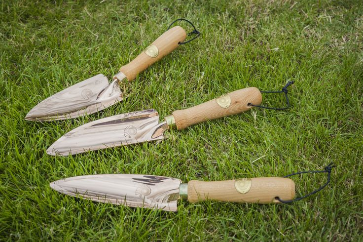Selection of the three sizes of copper trowels we sell at Modern Mint; Mira, Musca and Castor. Not sure what size to get? This guide will help you decide http://modernmint.co.uk/which-copper-trowel-is-for-me/