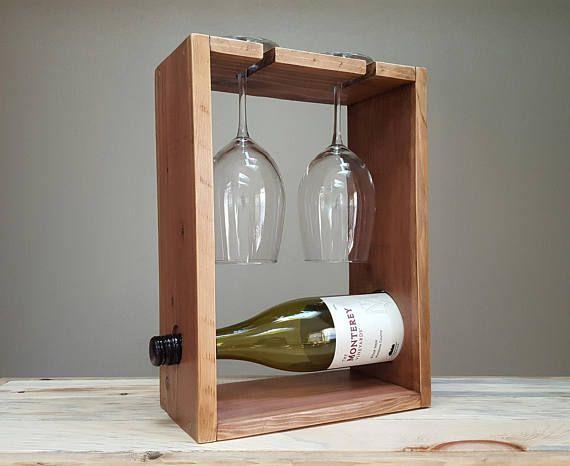 Aufgearbeiteten Holz Weinregal für zwei Personen.