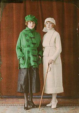 Deux ensembles de ville pour femmes, vers 1921, Salon du goût français, autochrome. Green!