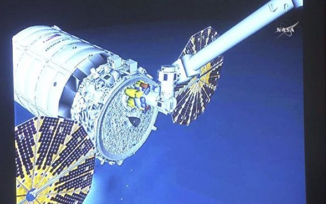 La navicella Cygnus di Orbital ATK ha compiuto la missione Orb-4 raggiungendo la Stazione Spaziale Internazionale È stata compiuta la missione Orb-4 con l'arrivo della navicella spaziale Cygnus di Orbital ATK alla Stazione Spaziale Internazionale, doveè stata catturata dal braccio robotico Canadarm2. #missionispaziali #nasa