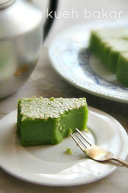 singapore shiok!: kueh bakar or kueh kemboja (baked pandan cake)