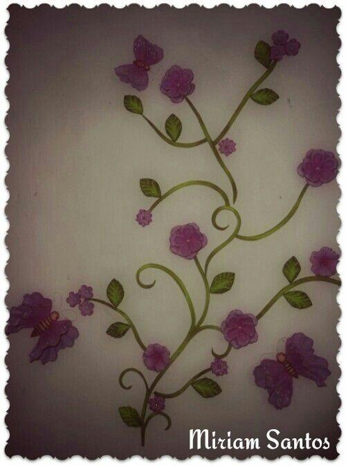 Enfeite de parede com flores e borboletas em eva
