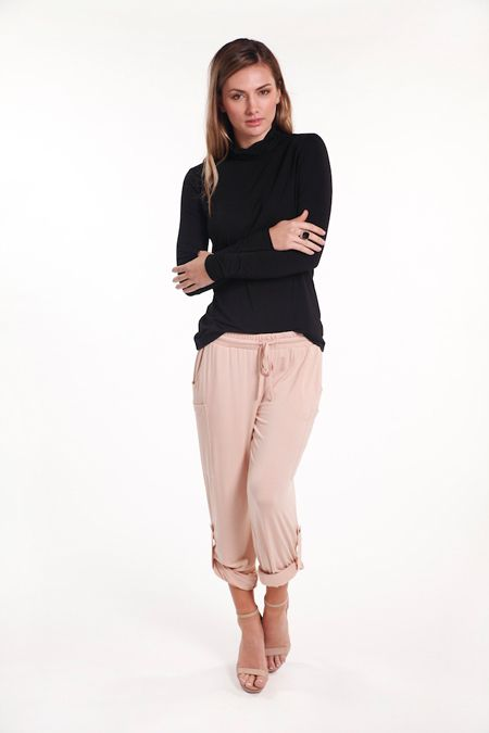 When the heat is beating down and summer is in full swing, knowing what to wear to stay cool and comfortable can be tricky! With these spectacular Pocket Pants from Bamboo Body, you'll look AND feel great and the bamboo fabric will keep you cool when it is sweltering outside.