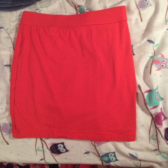 Coral pencil skirt Pencil skirt never been worn Forever 21 Skirts Pencil
