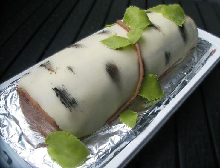 Kesäinen halkokakku (lakritsa- mansikka)