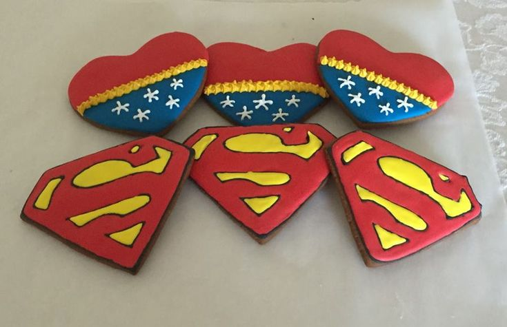 Superman And Wonder Woman Cookies  on Cake Central