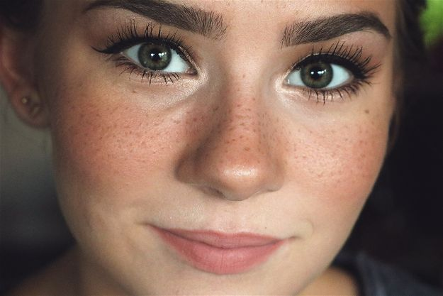Fake Freckles | 2016 Makeup Trends That Need To Die In 2017
