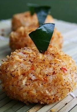 Ketan Serundeng - Sticky Rice Balls with Spicy Grated Coconut #Indonesian #Traditional #Food