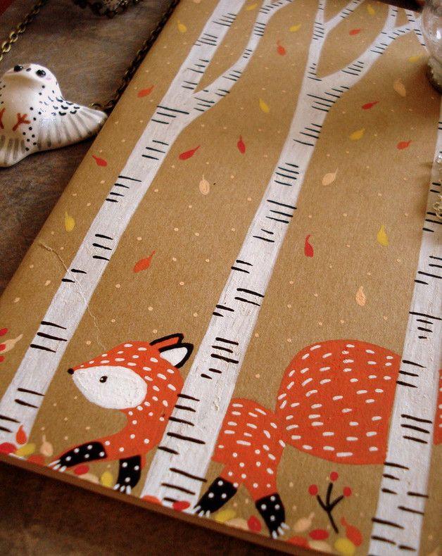 Un petit carnet Moleskine 64 pages lignées, 9x14, à la couverture kraft illustrée d'un renard en balade dans une forêt de bouleaux en automne. Ode à la douceur des couleurs automnales, chères à...