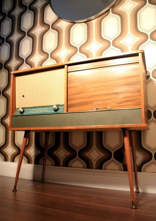The Vintage Furniture - vintage radio vintage retro wallpaper living room hallway bedroom { home decore - mid century - vintage home - retro home - contemporary interior - furniture -- interior design - decorating - decorate - home ideas - living room - mod - atomic age - stylish home - style - modern - }