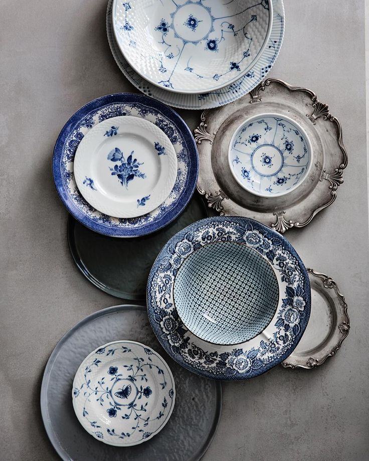 I love blue and white works!