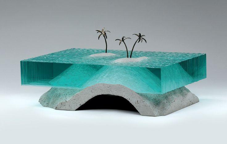 Ben Youg crée de splendides sculptures en verre et en béton depuis plus de 10 ans. Consacrées à l'océan, l'artiste d'origine néo-zélandaise, résidant désormais à Sydney en Australie, y introduit dans une deuxième phase de petits éléments de l'univers marin en bronze