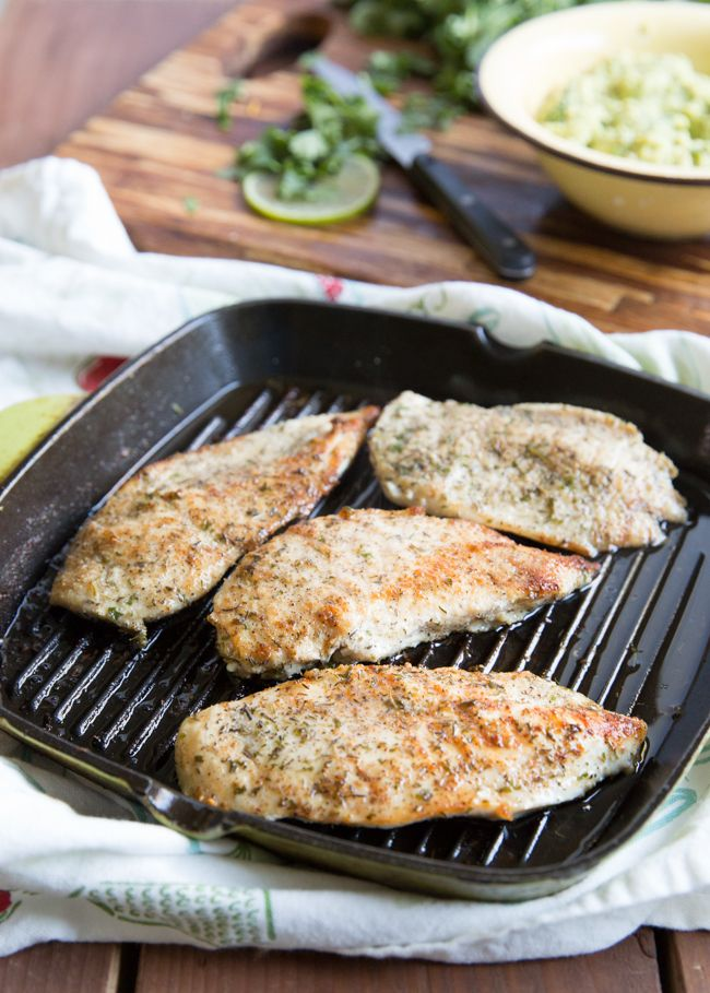 Garlic Lime Chicken | Cook up this recipe for Garlic Lime Chicken in less than 30 minutes! Keto, Low Carb and Whole30, you will gobble this down and ask for seconds. #quick #lowCarb @bejelly
