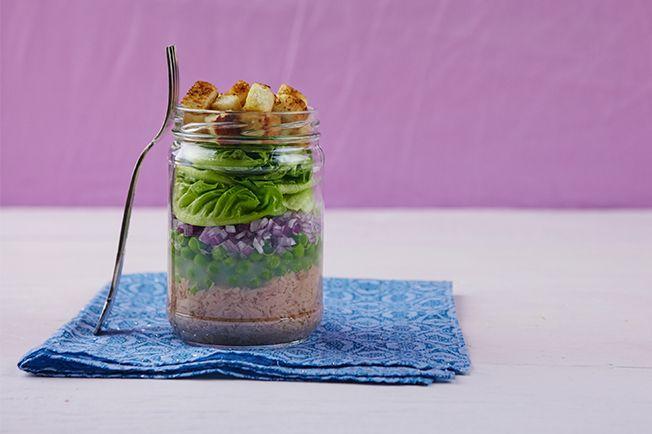 Para os dias de muita correria, olha que dica boa! A salada no pote é superprática e ganha ares de marmita chic, ótima para levar para o escritório.