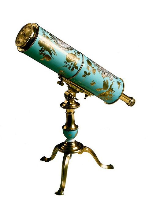 Johann Gottlob Rudolph, Reflecting Telescope, 1750.Mantlemade of porcelain. ©Mathematisch-Physikalischer Salon Staatliche Kunstsammlungen Dresden, Germany. For nerd ladies of the 17th century the scientific field of astronomy was en vogue and a possibility to shine. Maybe this fashionable floral instrument was made for a female customer.