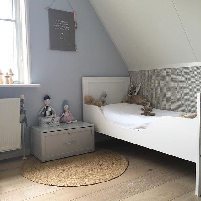 Goedemorgen ik ben weer bij de mobiele eenheid en wifi werkt weer.  Tjonge wat een herfst en ik ga vanmiddag samen met het kleine zonnetje maar een dutje doen. Ben tenslotte al een uur uit bed 😉  Fijne vrijdag lieve allemaal 😘  #binnenkijken #showhometop5 #kwantum_nederland #zusss #xenos #kinderkamer #home #interior #interieur