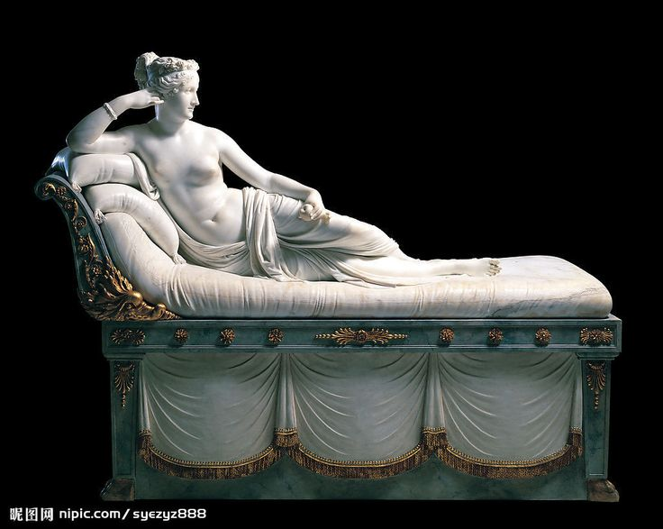 """""""Paolina Borghese come Venere vincitrice"""", Antonio Canova,1804-1808; scultura in marmo, 92x200 cm. Commissionata dal marito di Paolina Bonaparte, Camillo Borghese, venne trasferita nella casa torinese dell'uomo, poi a Genova, e infine,intorno al 1838, nella sua attuale collocazione all'interno della Galleria Borghese a Roma."""