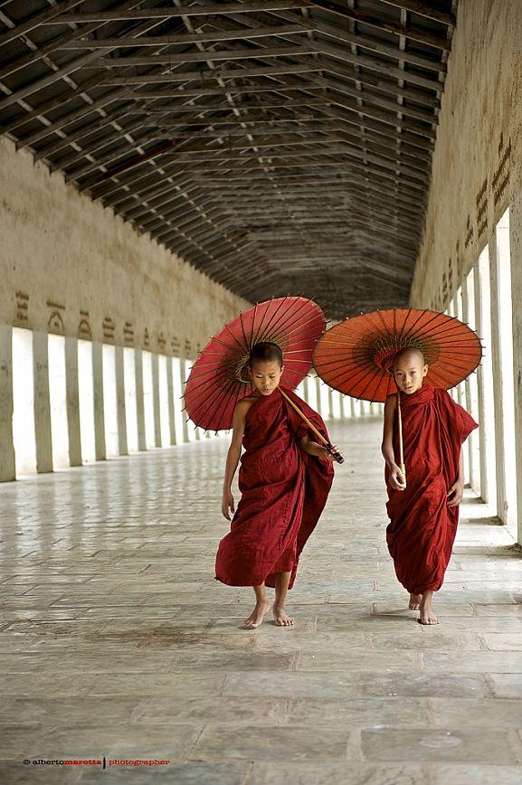 Young Monks in Burma - Photo: Alberto Marotta