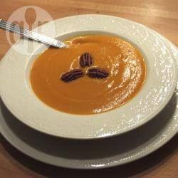 Soupe butternut aux noix de pécans grillées @ allrecipes.fr