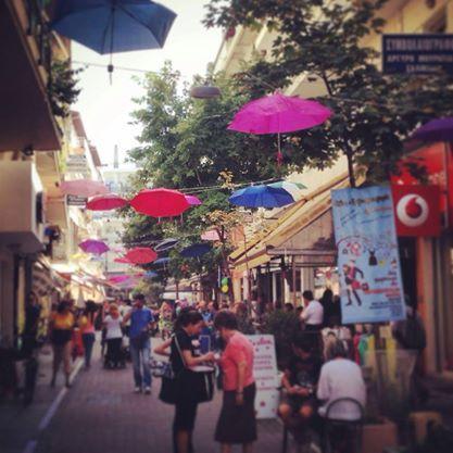 Όλος ο δρόμος μια γιορτή! Katerini, Pieria #visit_pieria photo: Vaggelis Zamantzas