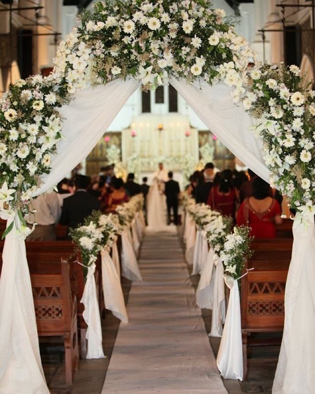 Church Flowers For Weddings: Pin De Janet Olson Em A Grand Entrance