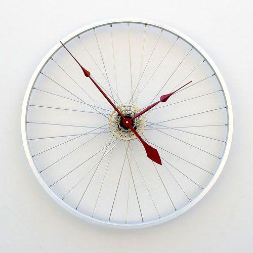 Un reloj hecho con una rueda / A watch made with a wheel