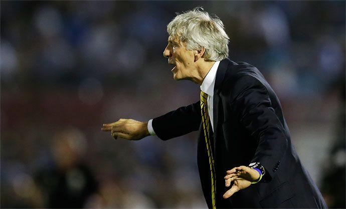 """""""Hicimos las cosas bien pese a la derrota (2-0). Uruguay también luchó mucho y mereció la victoria. El resultado fue justo. Creo que ambas selecciones estuvieron a la altura de las circunstancias"""", dijo el técnico de la selección Colombia, José Pékerman: http://www.elpais.com.co/elpais/deportes/noticias/jose-pekerman-evita-criticas-seleccion-colombia"""
