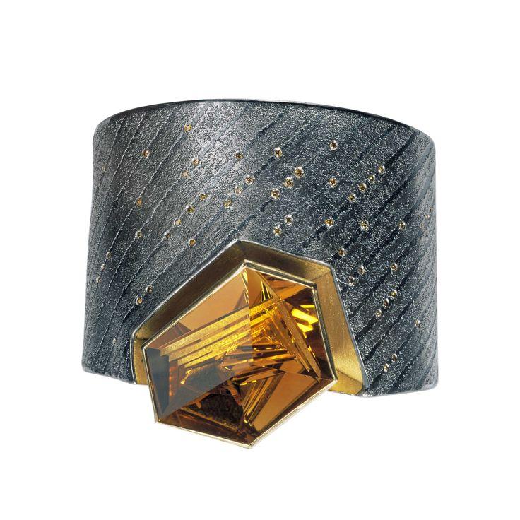 Michael Zobel - Bracelet silver, 22 k gold, platinum, citrine Munsteiner-cut 58,17 ct brown diamonds Bracelet argent, or, platine, citrine, diamants marrons