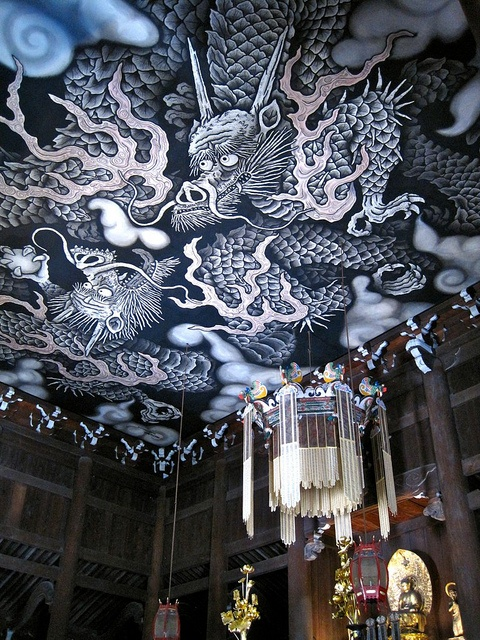 Ceiling of Dharma Hall in Kennin-Ji. Dragons done in ink on traditional Japanese paper. It took the artist two years to complete the 35 by 51 foot piece.
