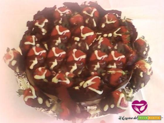 Torta esplosiva alla nutella con fragole ripiene di crema pasticcera  #ricette #food #recipes