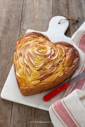 TORTA DI MELE SENZA BILANCIA ricetta con bicchiere facilissima e super soffice. Heart Apple Cake. Torta a cuore