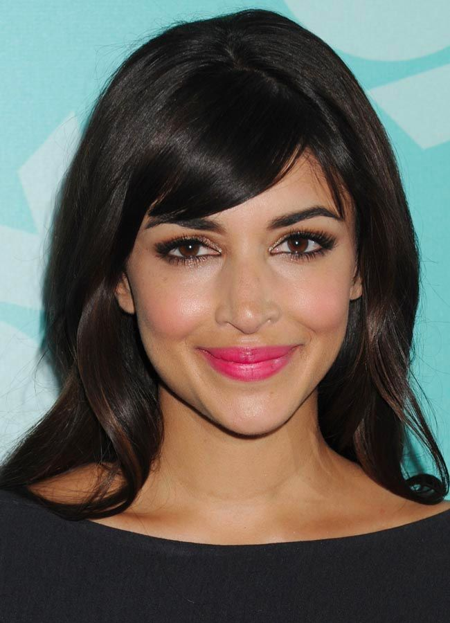Hannah Simone's stained fuchsia lip