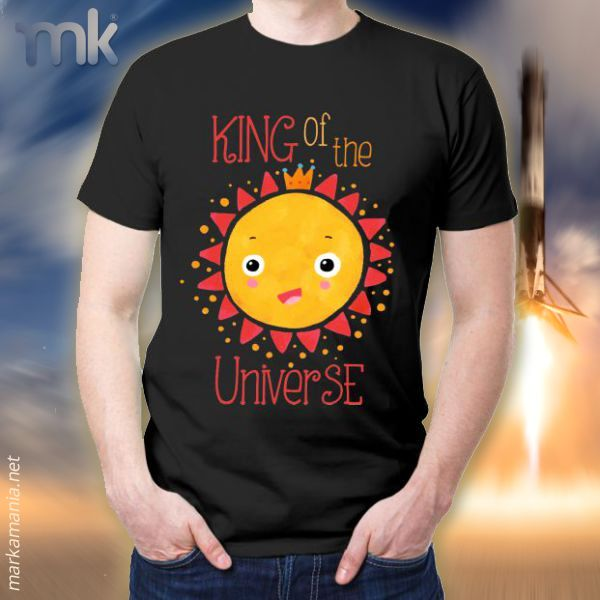 Camiseta King of the Universe. Disponible en varias tallas y colores.  #shirts #moda #fashion #markamania #StreetFashion #lifeStyle #Culture #Barcelona #Spain #Cataluña #Life #Live #Sports #Fitness #Body #SelfLove #Camisetas #Soul #Wear #Street #BeHappy #Sudaderas #sweatshirt #TextileCustomization #PersonalizaciónTextil #Music #Música #rap #skateboard #HipHop #UrbanFashion #Smile #Badalona #SportWear #SportFashion