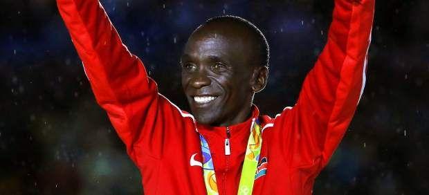 El keniano Eliud Kipchoge corre el maratón más rápido de la historia: 2h00:25 - 20minutos.es