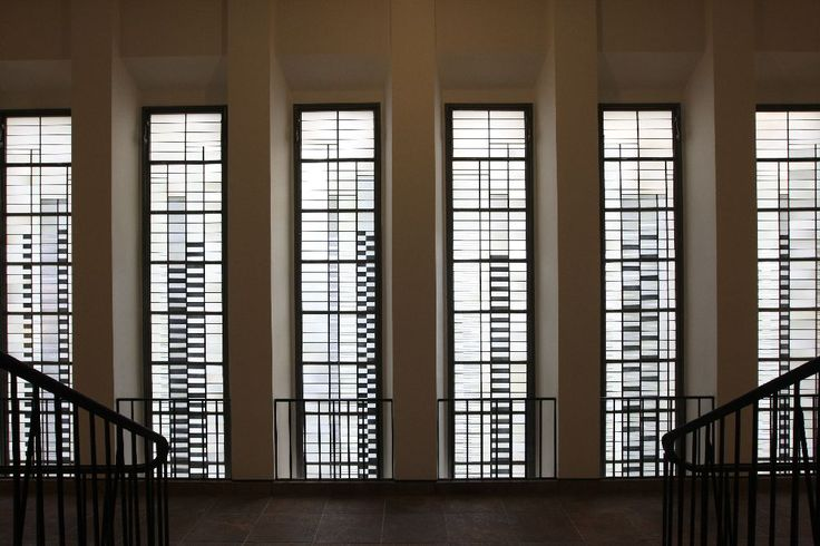 The specially designed windows we also saw in the Josef Albers at Bauhaus photo: A (reconstructed) Bauhaus classic in the Grassi Museum for Applied Arts Leipzig …