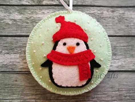 Please NOTE !!! Last date to ship with Fedex Express is monday December 18th. If you want your order before Christmas please select Fedex Upgrade Shipping ------------------------------------------ Felt christmas ornament - Penguin snowing snowglobe ornament/ wool felt This listing is for