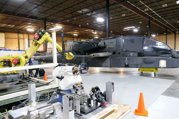 ABD ordusunda Helikoptere yakıt ikmali yapan robotik pompa.