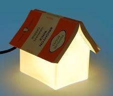 Una lampada - segnalibro per le letture serali.