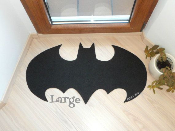 Rug based in a Batman logo. Shape doormat. Large size