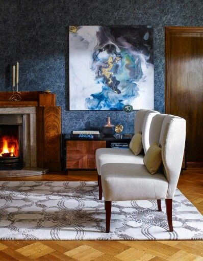 Love how the patterns on the wall is complimented with the abstract painting.