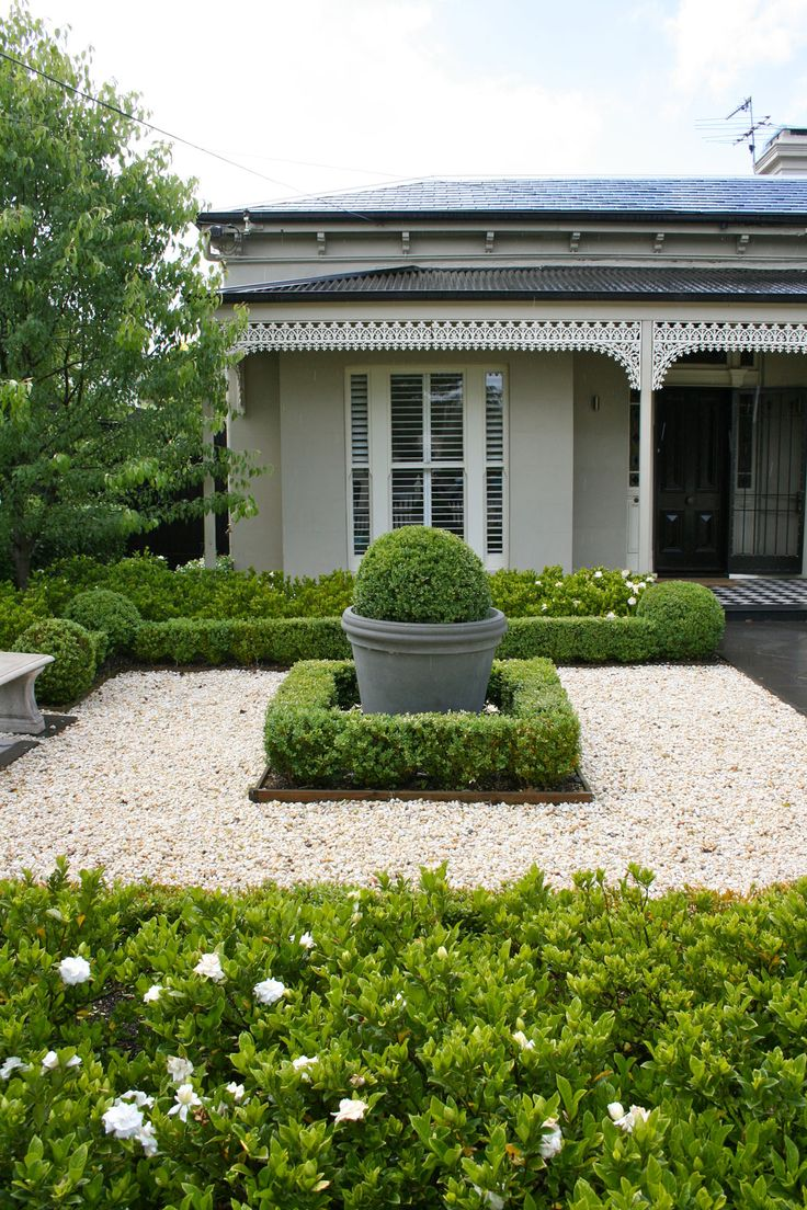 Best 25 front gardens ideas on pinterest for Front yard courtyard design