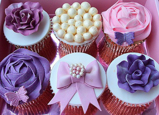 Vintage Wedding Cupcakes, via Flickr.