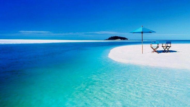 Пляж #Уайтхэвен (Белый Рай) - знаменитый пляж на острове Святой Троицы в Австралии. Белоснежный кварцевый песок пляжа считается самым чистым в мире. #Австралия